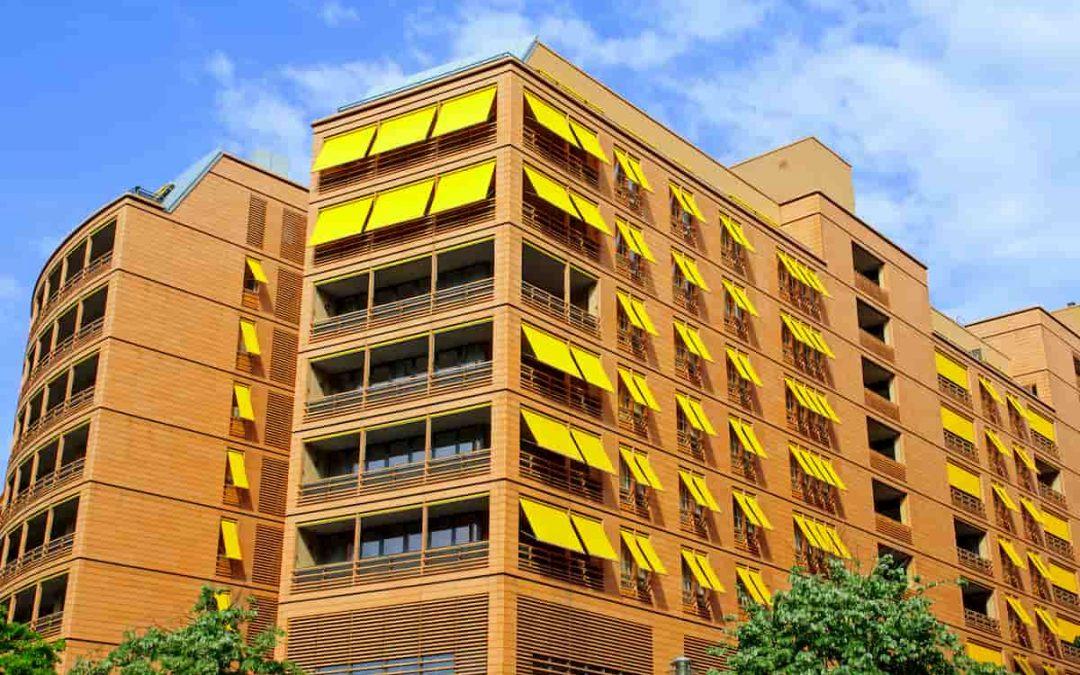 Tende per balcone in condominio: perché devono essere tutte uguali?