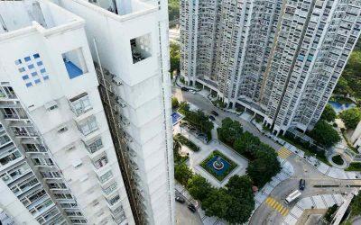 Chiusura balcone in condominio: quando è legittima e come svolgere i lavori
